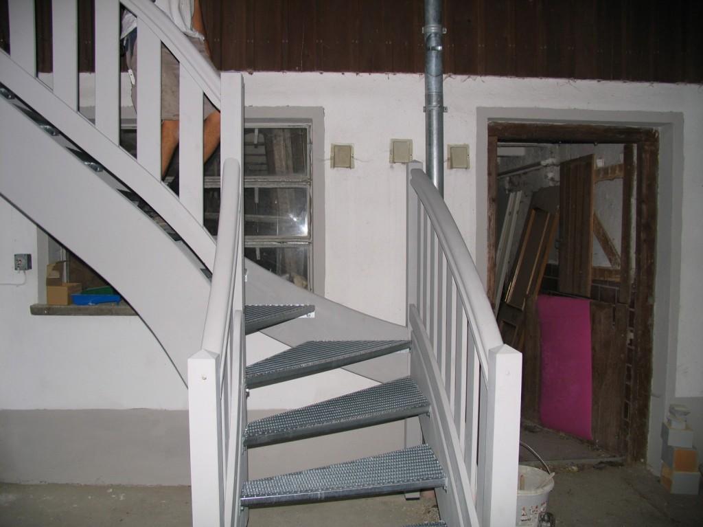 Außentreppe mit Metalltritt